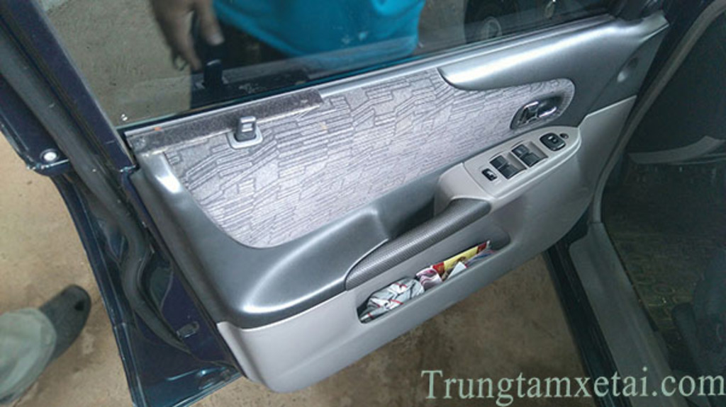ford-laser-cu-doi-2003-trungtamxetai.com