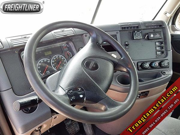 Nội thất xe đầu kéo mỹ Freightliner dd13 không giường đời 2012-trungtamxetai.com