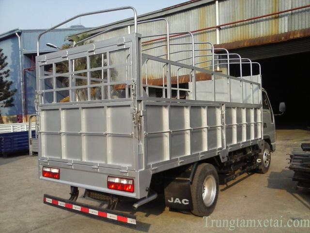Thùng xe tải JAC 2T-trungtamxetai.com