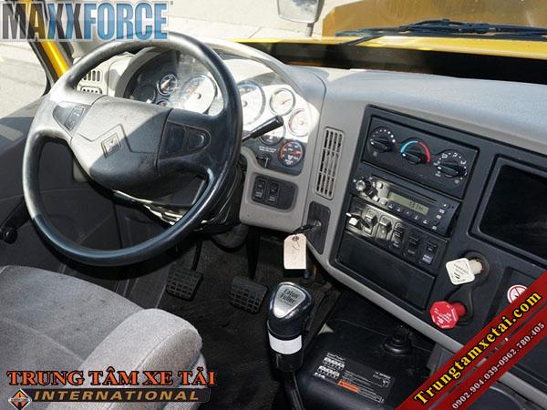 Nội thất xe đầu kéo mỹ International Maxxforce 13 đời 2011-trungtamxetai.com